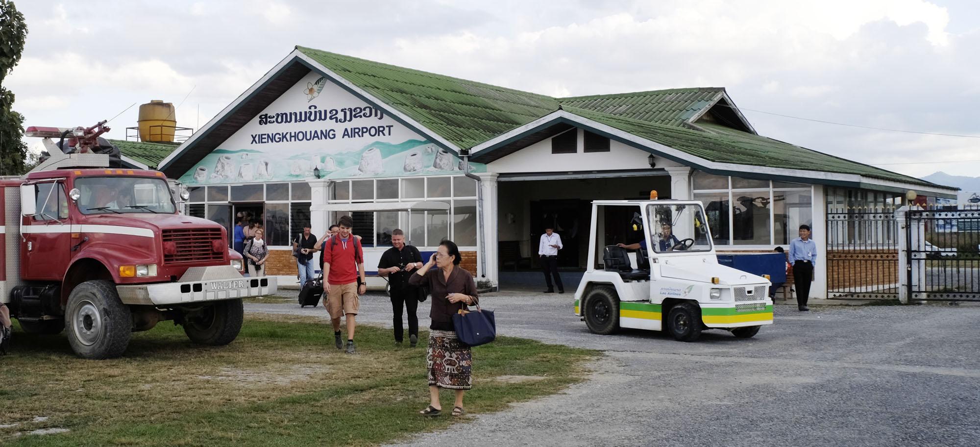 reise-ansichten Flughafen Phonsavan Laos