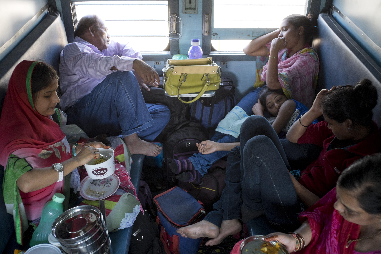 reise-ansichten Bahnfahren Indien 2 Klasse